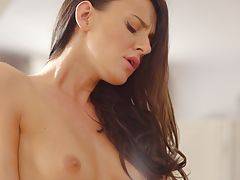 40156 - Nubile Films - From Head To Toe